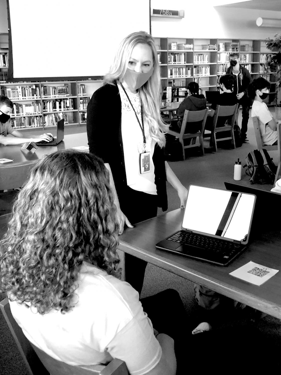 Media Specialist Kelly Zack introduces students to the Media Center offerings during a sophomore orientation. Photo by Elena Cantu.